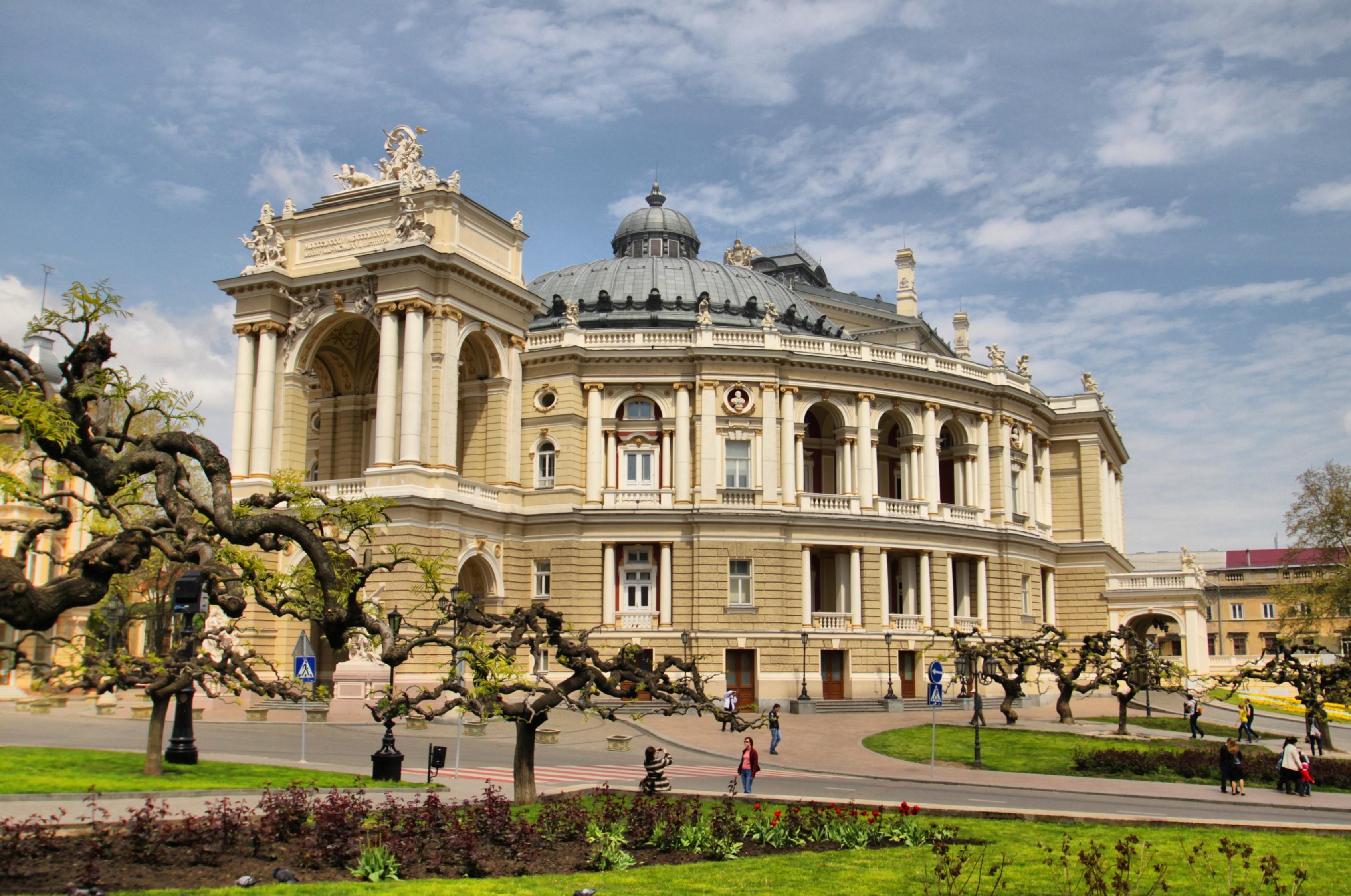 Opernyy-teatr-v-Odesse